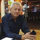 Искандер Какеев, 67 лет